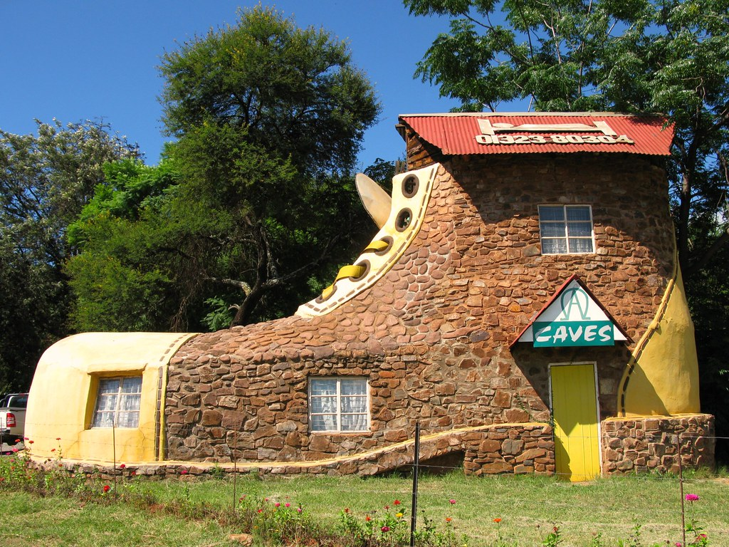 5 Homes That Prove That Less Is More: ECHO CAVES MPUMALANGA SOUTH AFRICA