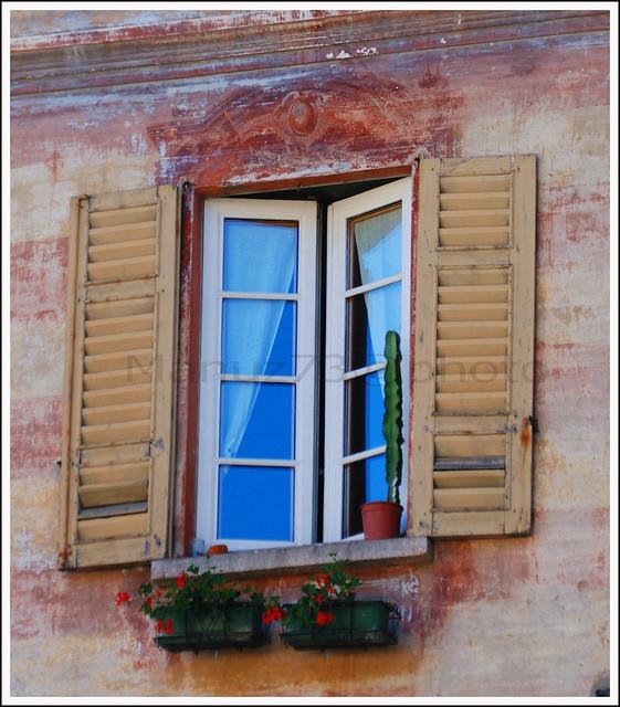 Ricordi di tranquillit dietro una finestra aperta for Disegno di finestra aperta