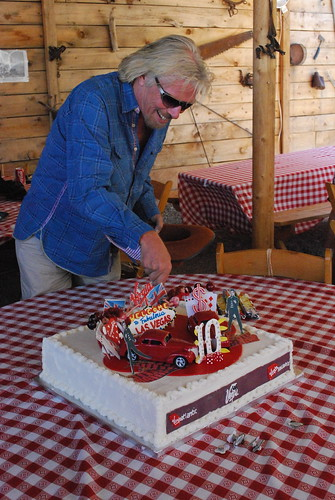 Richard Branson cutting the Virgin Atlantic 10th Anniversary cake | by vtravelled.com