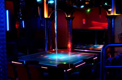 cerco donne x sesso night club modena
