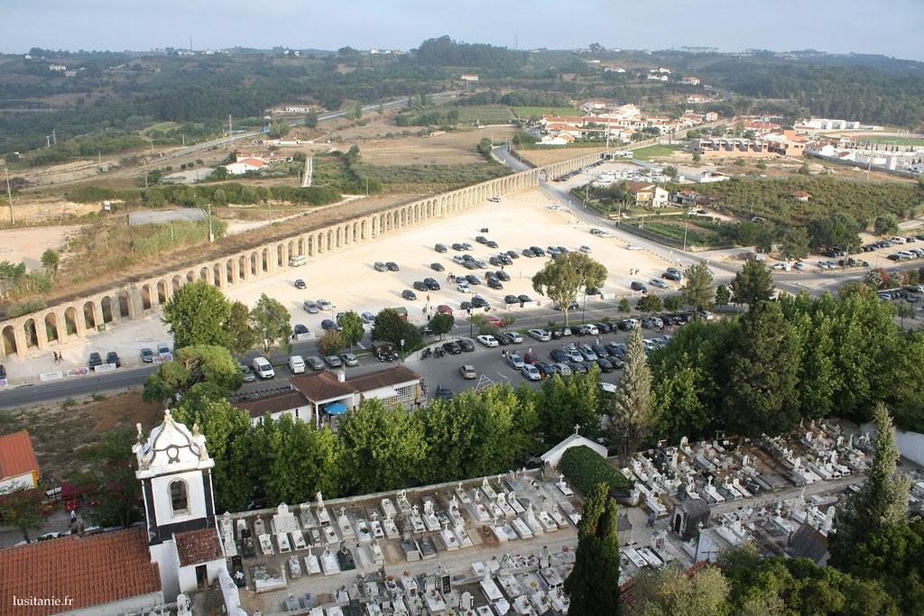 Aqueduc de Obidos, avec le cimetière tout proche