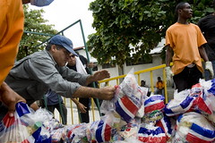 Dominican Humanitarian Workers Distribute Food in Cité Soleil | by United Nations Photo