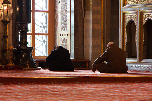 Praying at the Blue Mosque | by Héctor de Pereda