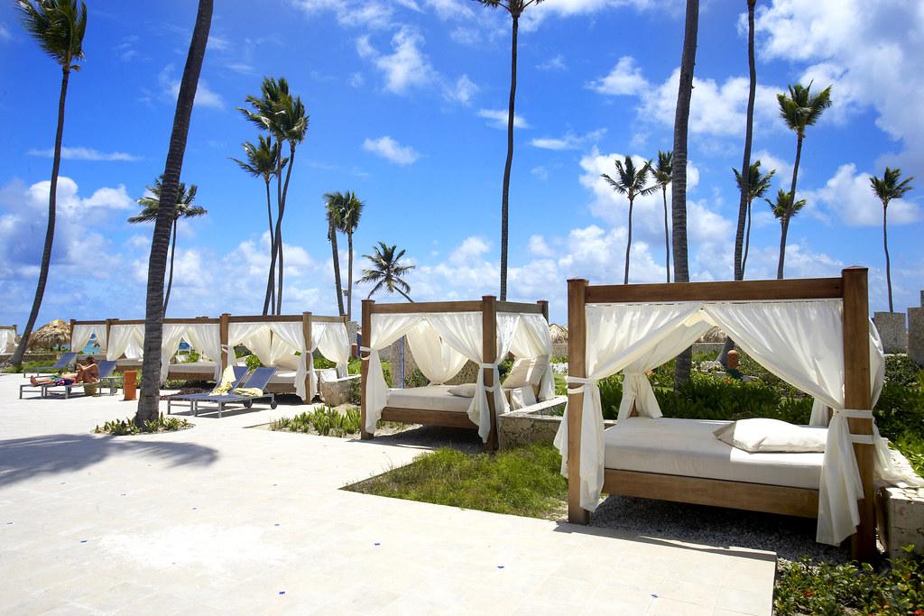 Bali Beds At Majestic Elegance Hotel