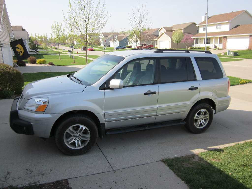 2004 Honda Pilot | Sitting in our driveway | trenttsd | Flickr