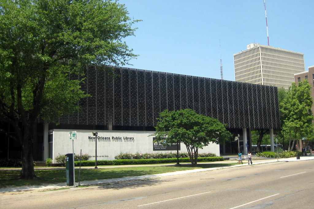 front view of New Orleans Public Library