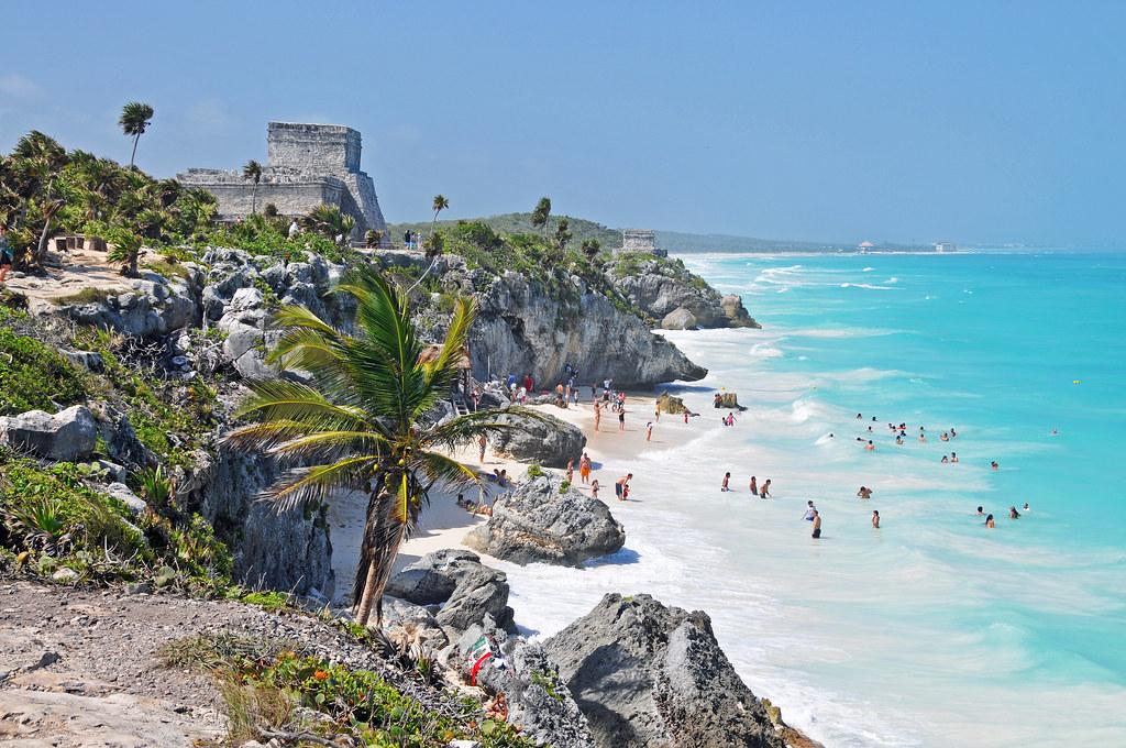 El Castillo, beach, rotsen