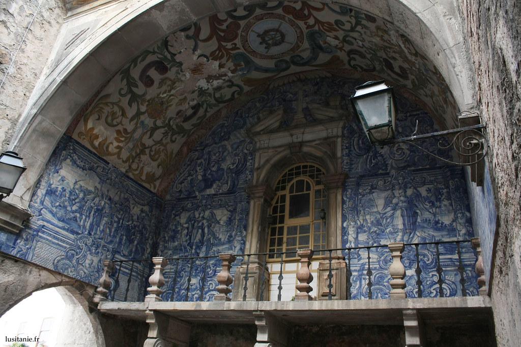 Porta da Vila : décoration magnifique en azulejos, dans la muraille