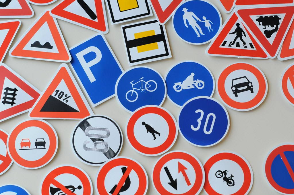 segnali stradali   Flickr - Photo Sharing!