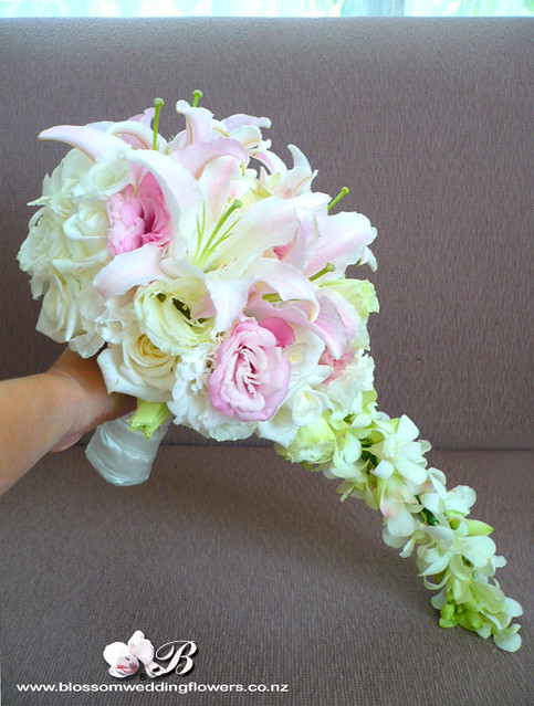 how to make a trailing bridal bouquet