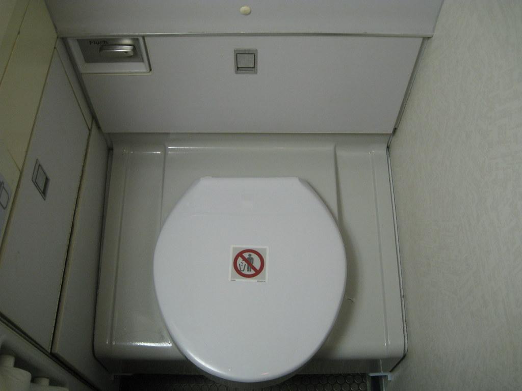 757-200 interior lavatory toilet no. 3687 | Delta Airlines B… | Flickr