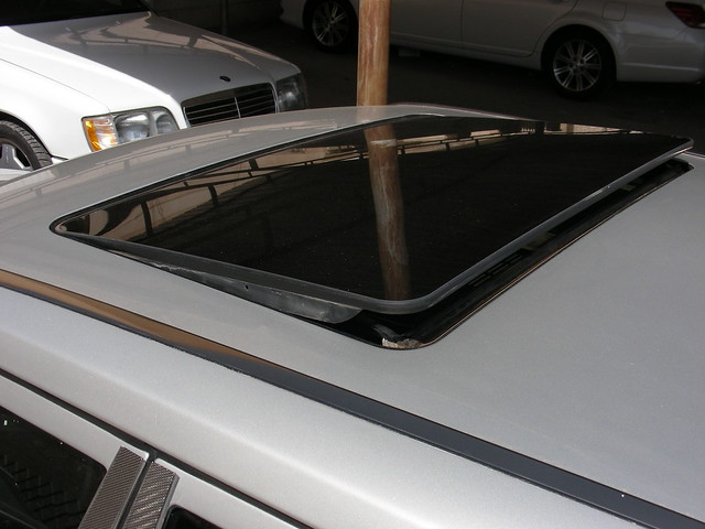 First mercedes benz w124 with glass sunroof flickr for Mercedes benz sunroof repair