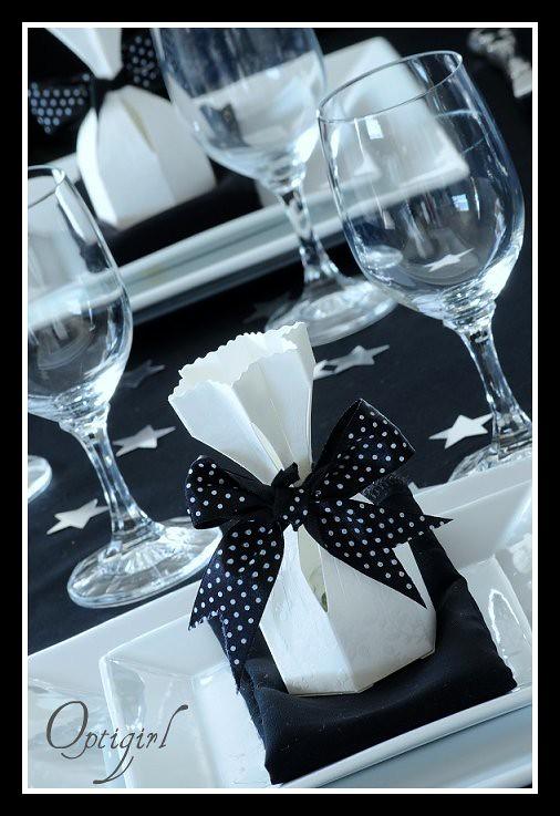 black and white table setting susan sharpes flickr. Black Bedroom Furniture Sets. Home Design Ideas