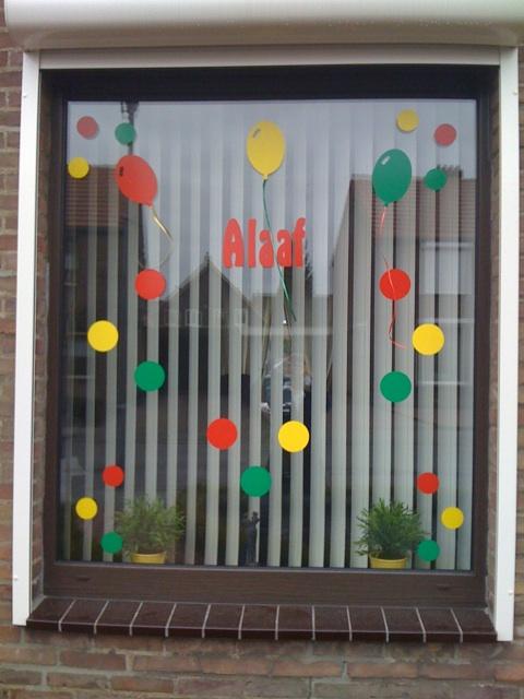 raam versierd voor carnaval serena cloos flickr