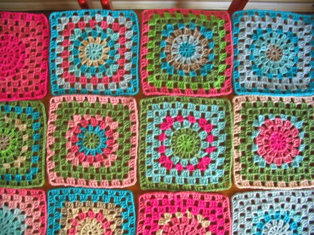 Manta de crochet de cuadrados grandes manta tejida a - Manta de crochet facil ...