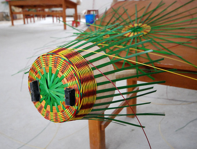 Basket Weaving With Bamboo : Weaving a bamboo basket pre coloured strips are