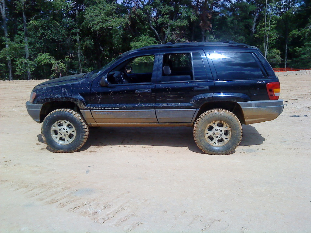 "C D Tires >> WJ with 4.5"" lift and 265-75-16 bighorn tires 