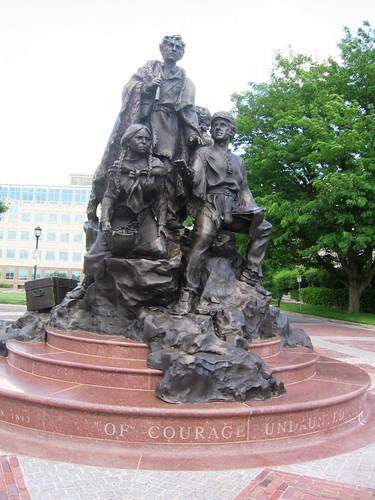 Kansas City Mo Lewis Clark And Sacagawea Statue Flickr