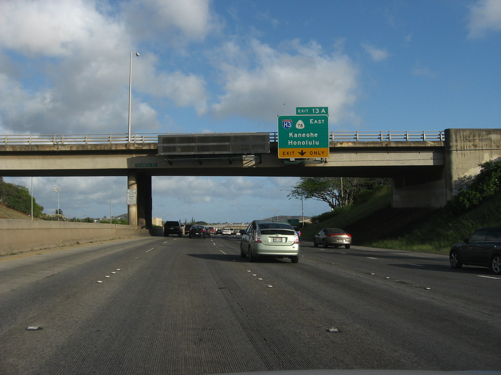 Exit 13 to H3 on H1, Honoulu, Hawaii   Interstate H-3 ...