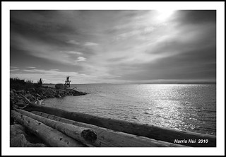 Don't Place the Horizon in the Middle! - Garry Point Park N5109e | by Harris Hui (in search of light)