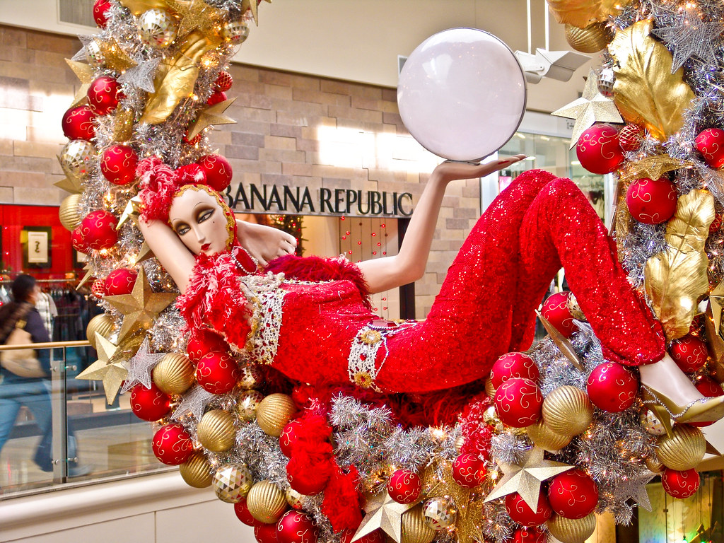 Las vegas fashion show mall christmas decorations for When does las vegas decorate for christmas