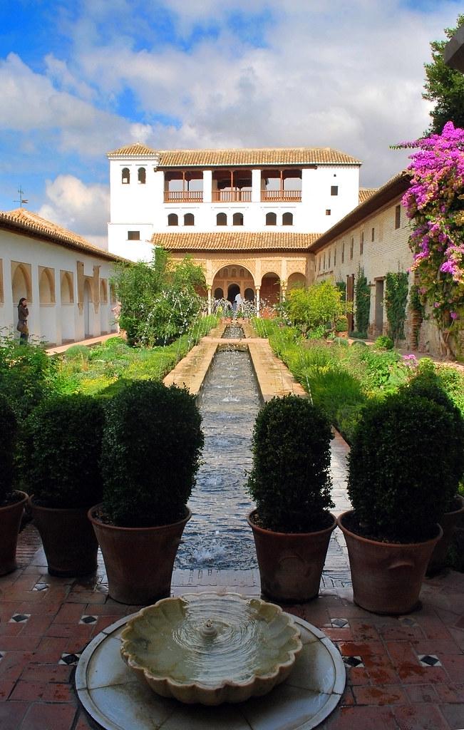 Patio de la acequia alhambra de granada el patio de la - Patios de granada ...
