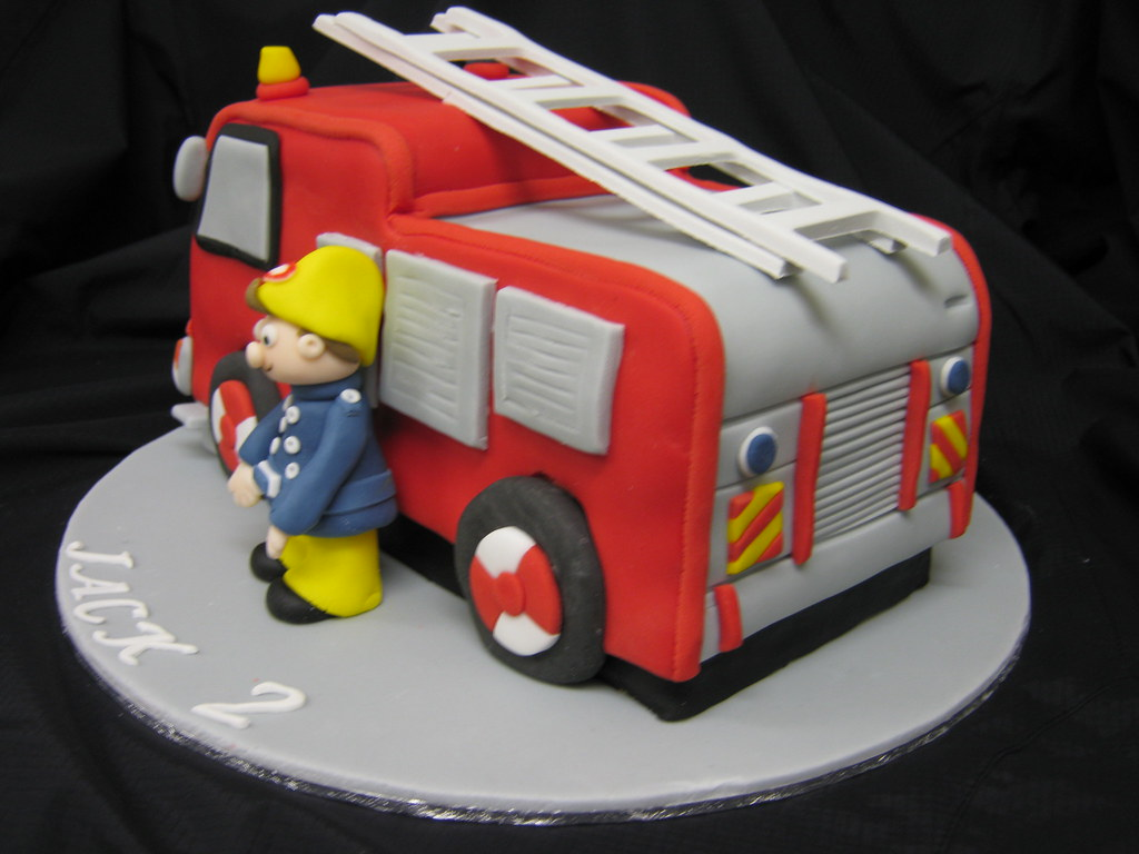 fire truck cake fireman sam cake this was so much more work than i 4072