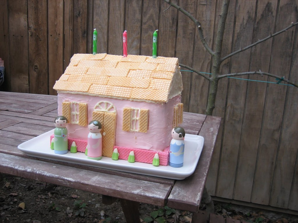 Dollhouse Cake 2 9x13 Pound Cakes Cut In Half Stacked An Flickr