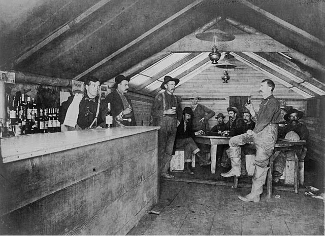 Men Gathered For A Drink In The Road House Saloon, Bluff C -4049