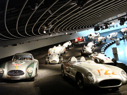 Mercedes benz museum autos post for Interio stuttgart