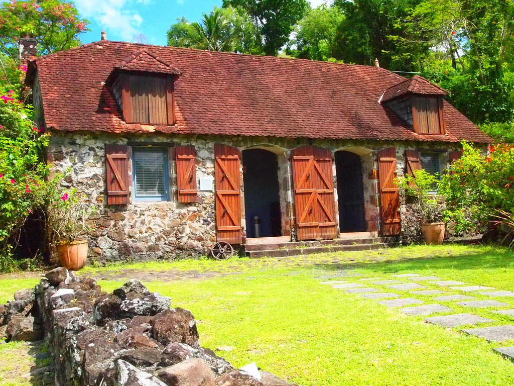 La pagerie museum martinique with all that it has to for Decoration maison guadeloupe