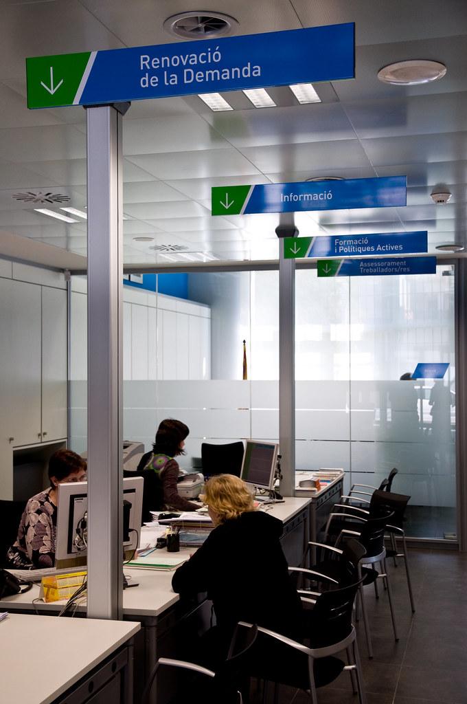 Nova oficina de treball de la seu d urgell l 39 oficina for Oficinas soc barcelona