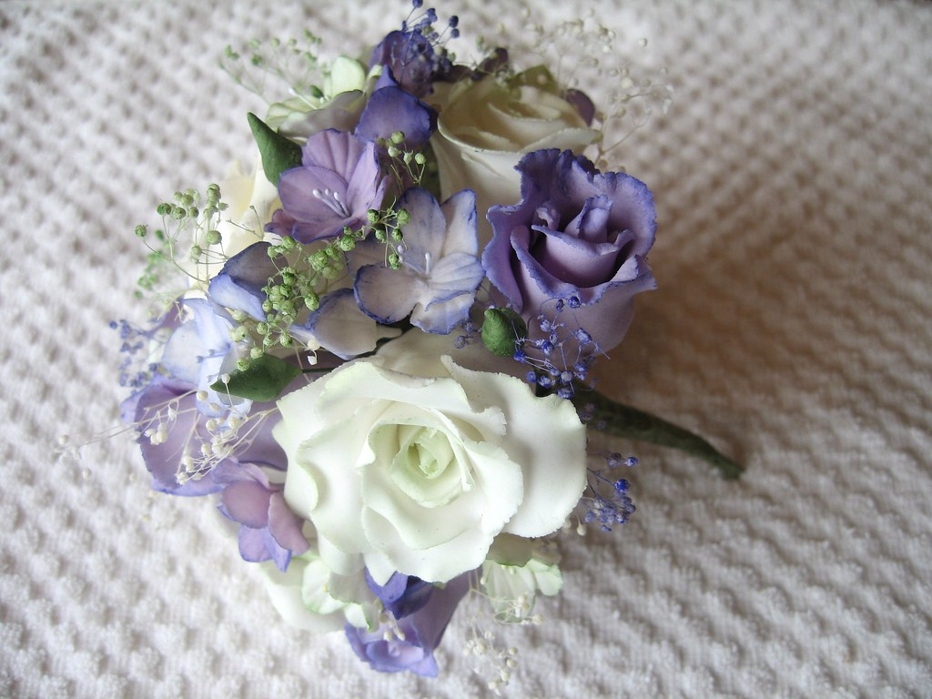 Sugar paste flower bouquet | A selection of off-white roses,… | Flickr
