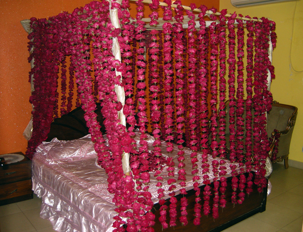 Couple room decoration - Dulha Tera Sehra Bara Shandar 2 Bed Decorated For Newly