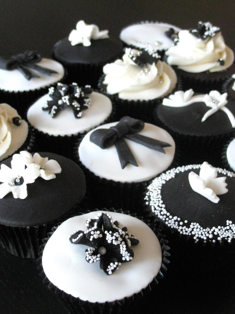 Black And White Cupcake Images : Black & White Cupcakes Chocolate Cupcakes frosted with ...