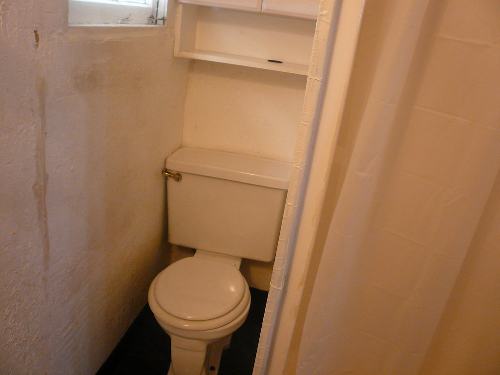 By Ggolan Smallest. Bathroom. Ever. | By Ggolan