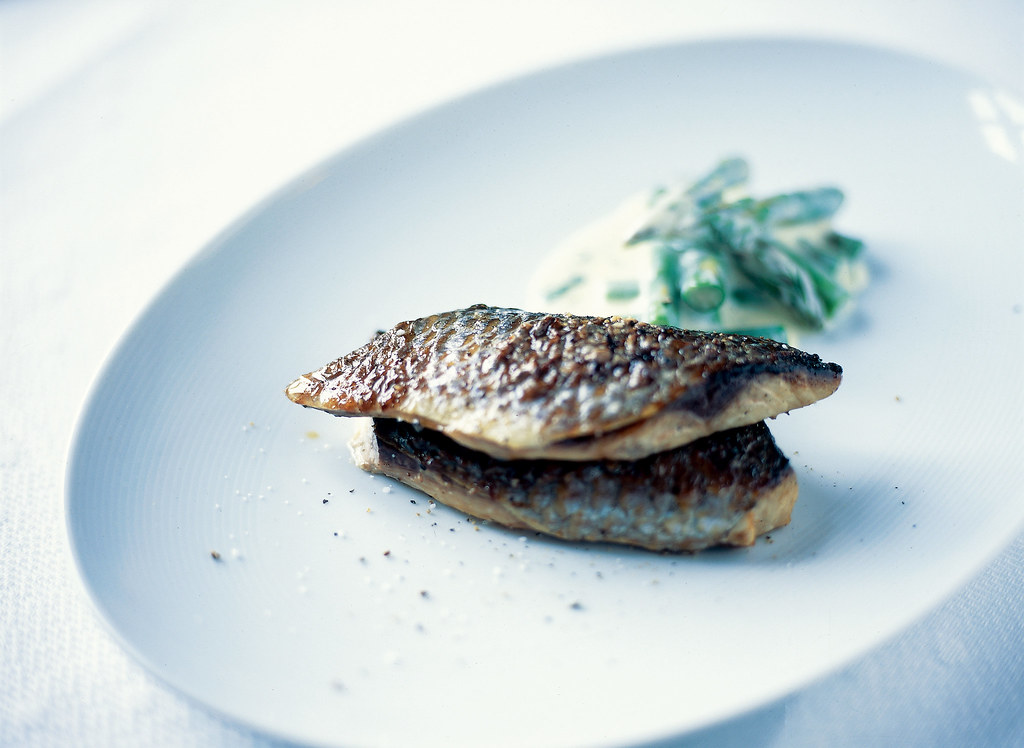 Fish with asparagus photo gunnar magnusson fish with for Fish and asparagus