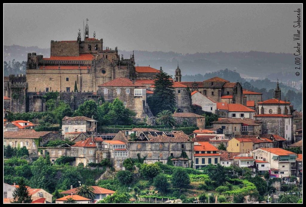 Tui spain view from valen a do minho portugal tui vis for Muebles portugal valenca