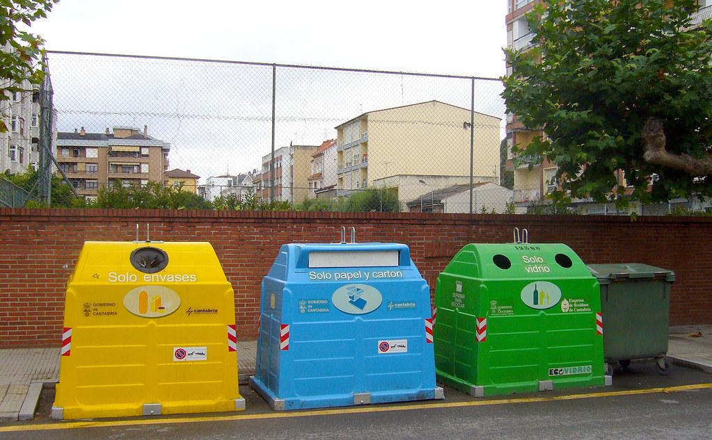 3 contenedores para reciclaje amarillo azul y verde flickr - Contenedores de basura para reciclaje ...