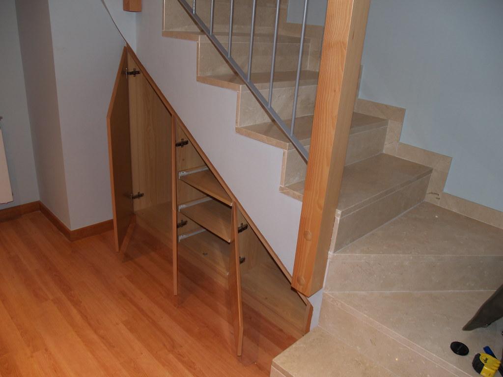 Mueble bajo escalera alfredo pinto flickr for Muebles bajo escalera