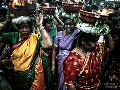believing women - Sri Kamadchi Ampal Temple | by Le Xuan-Cung