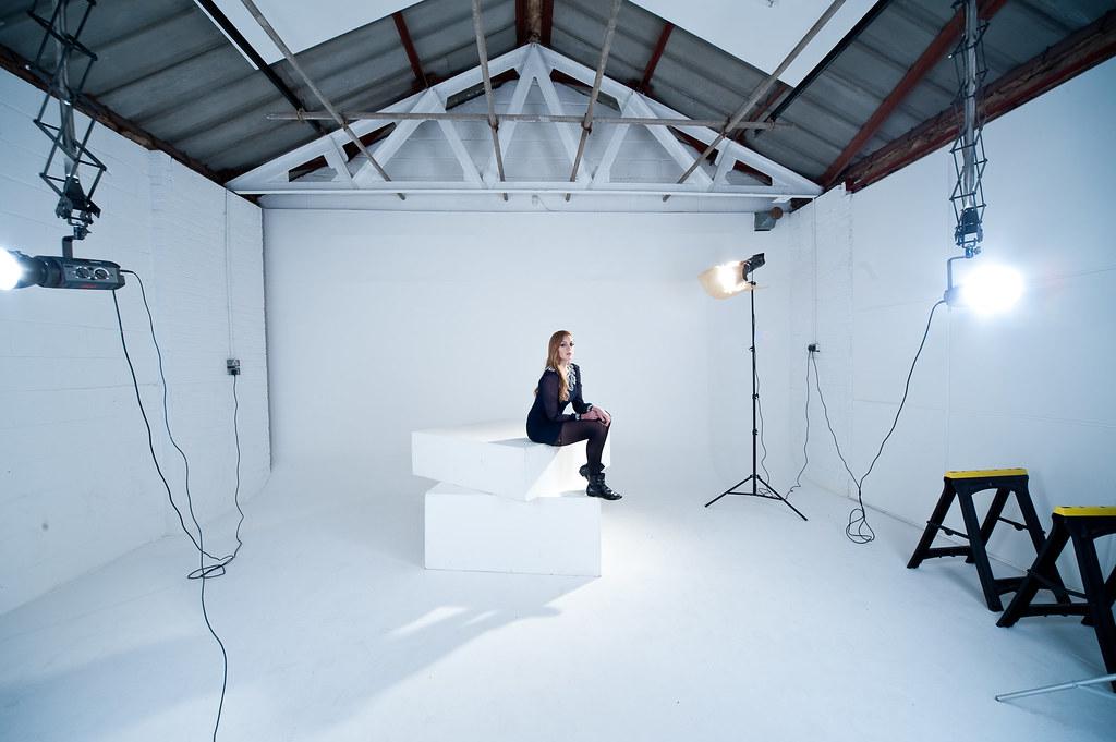 Garage studios taster session setup white space flickr for Garage con studio