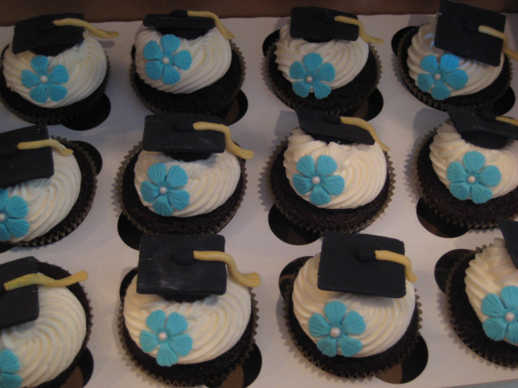 Graduation cupcakes Cupcakes for a high school ...