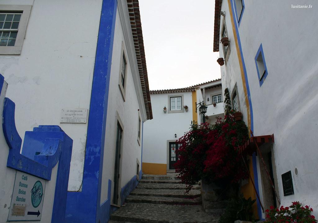 Les rues de Obidos sont tortueuses mais claires