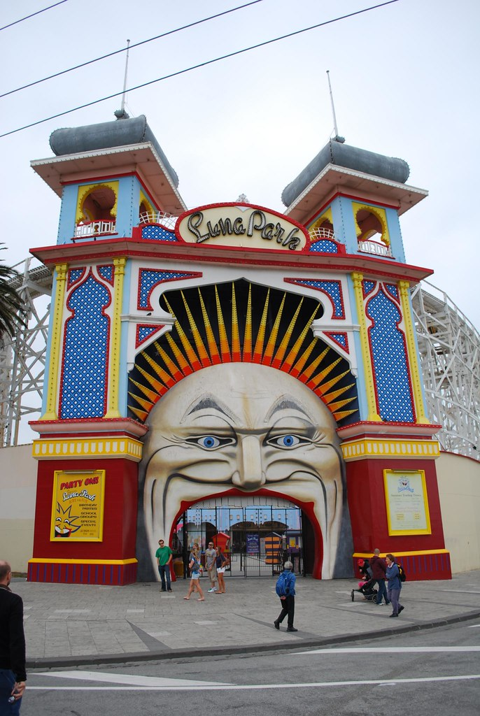 Tourists luna park st kilda luna park melbourne one for Puerta 9 luna park