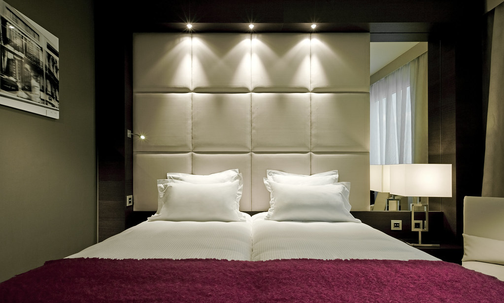 Stylish superior room at the hotel concorde la fayette par for Stylish hotel rooms