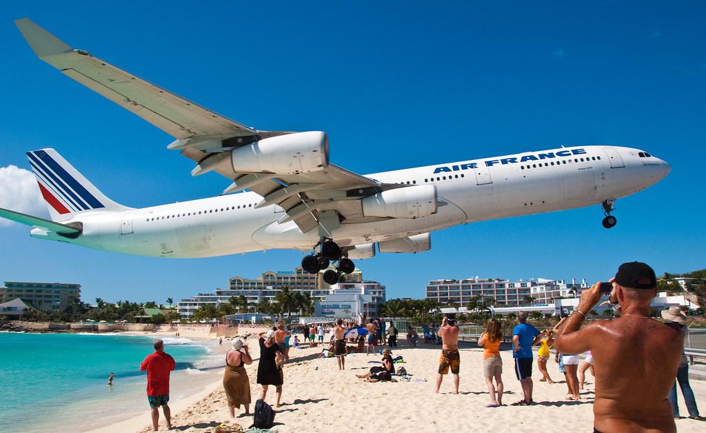 Air France over Maho Beach 3 | Arian Durst | Flickr