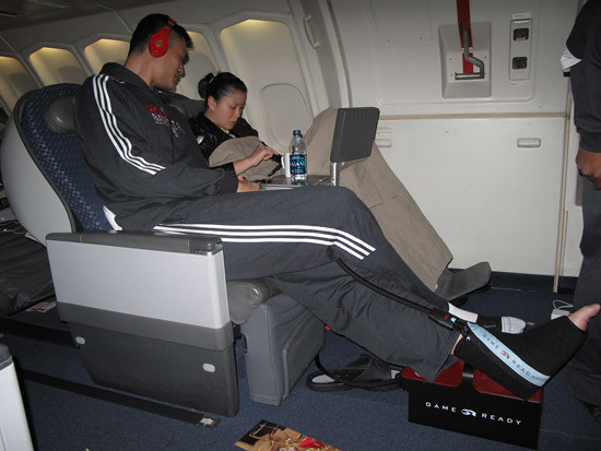 October 12th, 2010 - Yao Ming and wife Ye Li recline on th ...
