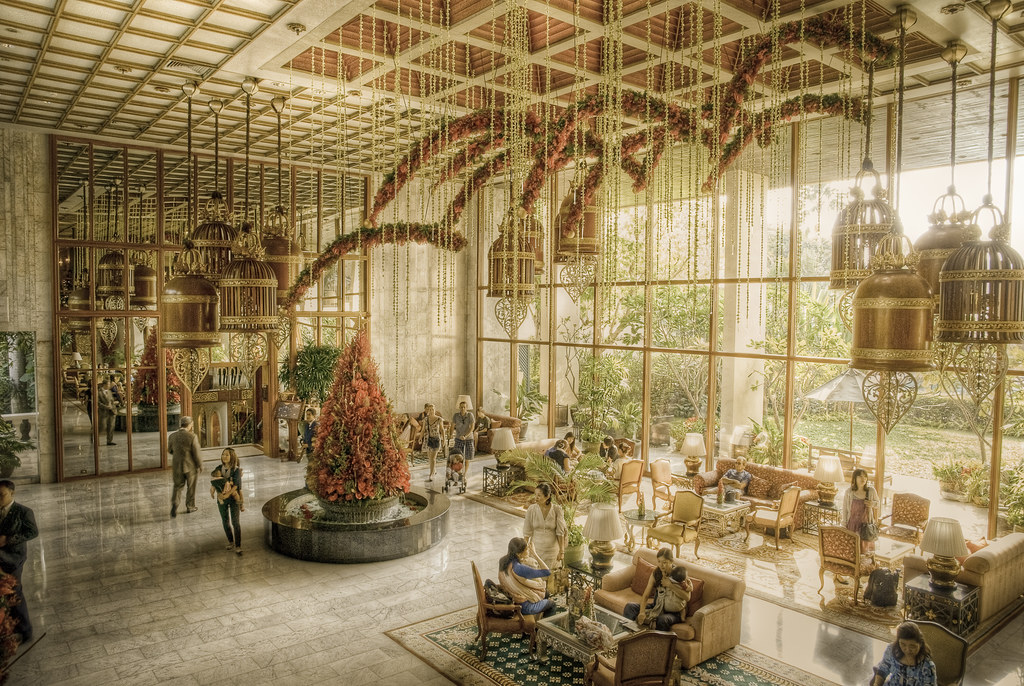mandarin oriental hotel in bangkok situated right next. Black Bedroom Furniture Sets. Home Design Ideas