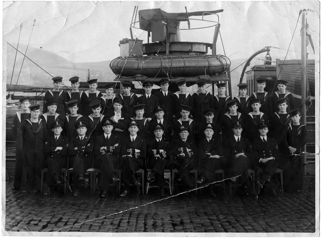 Hms Tuscarora 1945 The Crew Including The Cat Muster